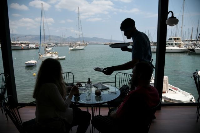 Κορωνοϊός : Βροχή τα πρόστιμα για μάσκα και παραβάσεις σε καταστήματα | tovima.gr