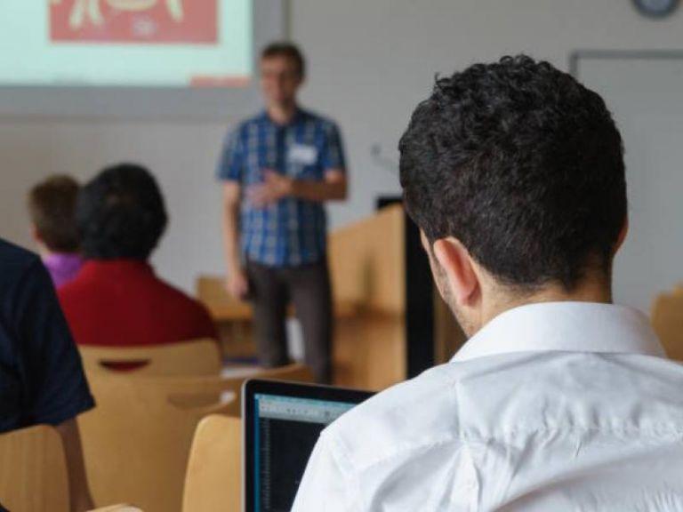«Το χαρτί», οι γνώσεις και οι επαγγελματικές ικανότητες | tovima.gr
