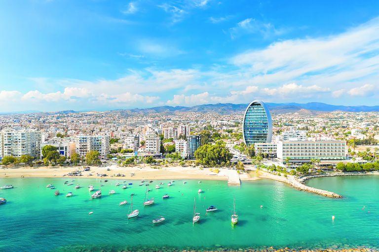 Υπόκοσμος πίσω από τα «χρυσά διαβατήρια» στην Κύπρο | tovima.gr