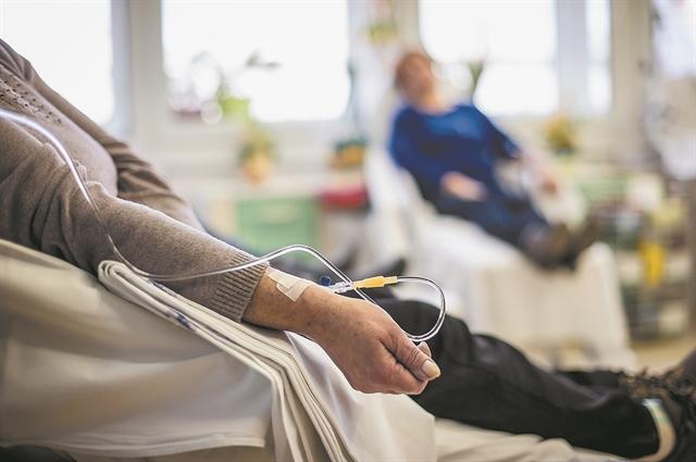«Ακτινογραφώντας» τη συνύπαρξη κορωνοϊού και καρκίνου | tovima.gr