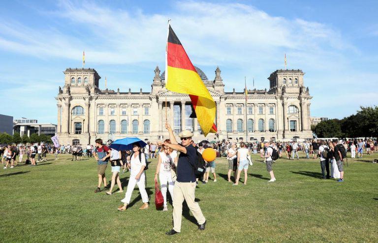 Κορωνοϊός – Γερμανία : Η ακροδεξιά επενδύει στην κοινωνική κόπωση | tovima.gr