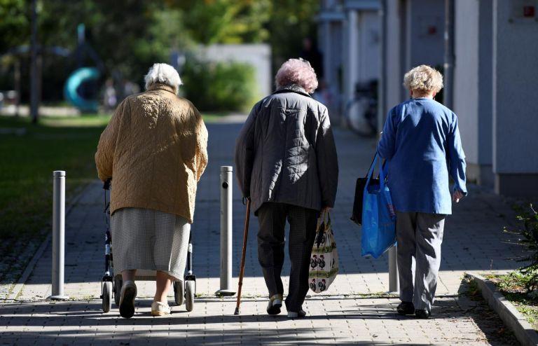 Κορωνοϊός : Γρίφος παραμένει η ανοσία των ηλικιωμένων – Τι φοβούνται οι ειδικοί   tovima.gr