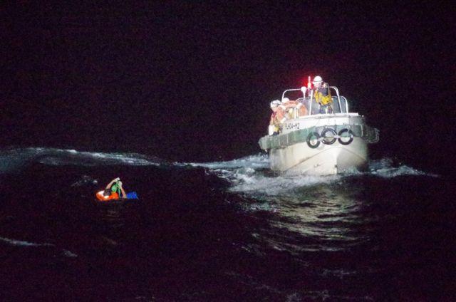 Χάθηκε πλοίο εν μέσω τυφώνα στην Ιαπωνία – 43 ναυτικοί αγνοούνται | tovima.gr