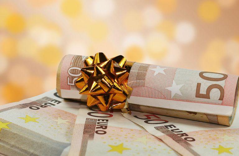 Δώρο Χριστουγέννων : Πώς υπολογίζεται για τους εργαζόμενους σε αναστολή | tovima.gr