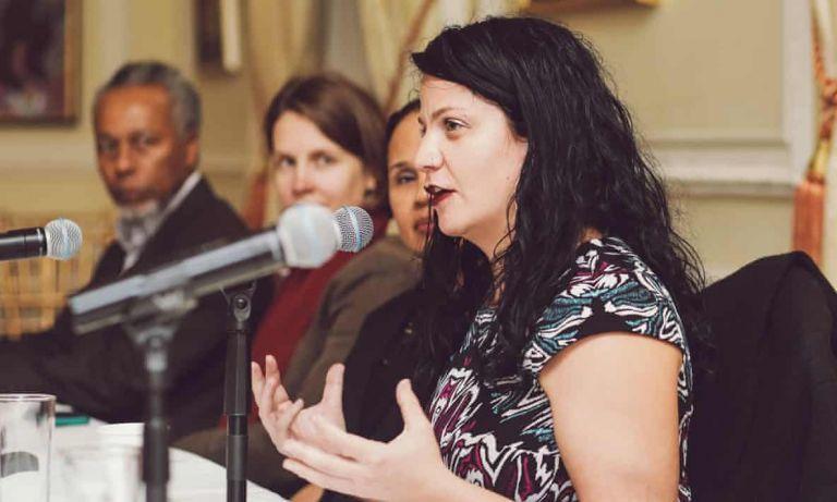 ΗΠΑ : Λευκή ακαδημαϊκός και ακτιβίστρια υποδυόταν επί χρόνια ότι είναι μαύρη | tovima.gr