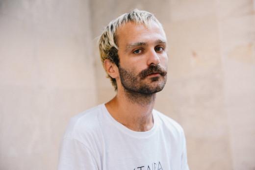 Αθωώθηκε ο ΛΟΑΤΚΙ ακτιβιστής, Ηλίας Γκιώνης | tovima.gr
