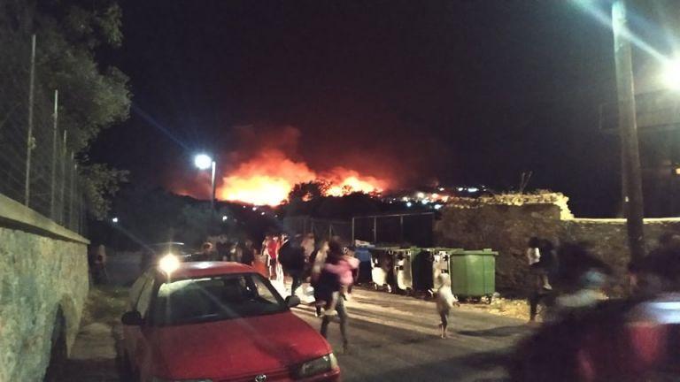 Μόρια : Εκτακτη διυπουργική στο Μαξίμου – Στις φλόγες το ΚΥΤ – Χιλιάδες πρόσφυγες στο δρόμο   tovima.gr