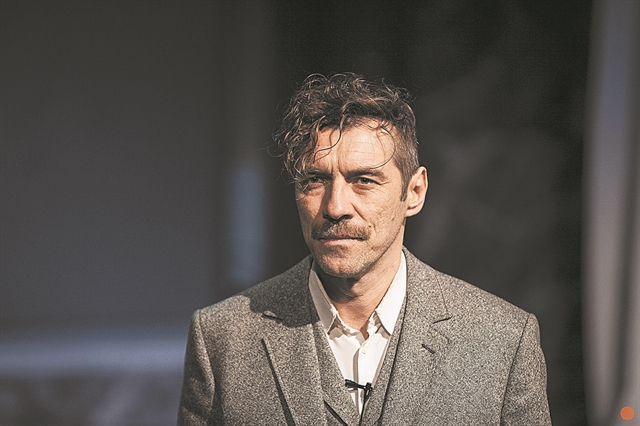 Θέατρο : Οταν ο κορωνοϊός κλέβει την παράσταση… | tovima.gr