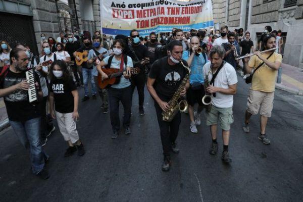 Μουσική διαμαρτυρία καλλιτεχνών στο Μέγαρο Μαξίμου [Εικόνες] | tovima.gr