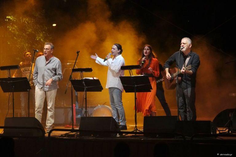 Λαυρέντης Μαχαιρίτσας: Συγκινητικές στιγμές από το μουσικό αντίο των φίλων του   tovima.gr