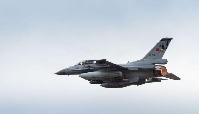 Αερομαχίες στο Αιγαίο – Τουρκικά F-16 πέταξαν πάνω από ελληνικά νησιά   tovima.gr