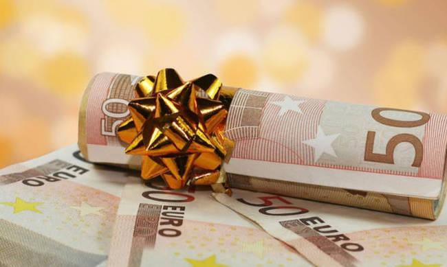 Δώρο Χριστουγέννων: Πώς υπολογίζεται, πότε καταβάλλεται | tovima.gr