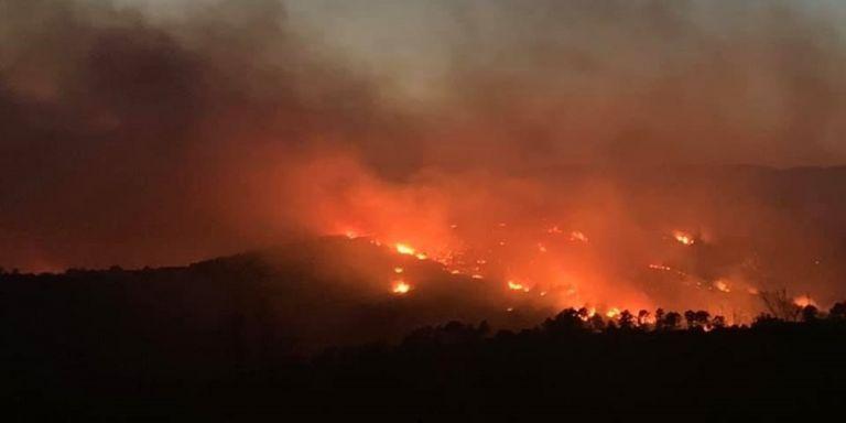 Αλεξανδρούπολη: Οι ισχυροί άνεμοι αναζωπυρώνουν τις εστίες της πυρκαγιάς | tovima.gr