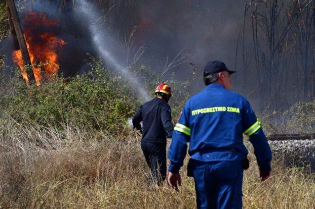 Φωτιά στο Οίτυλο – Καίει δασική έκταση   tovima.gr