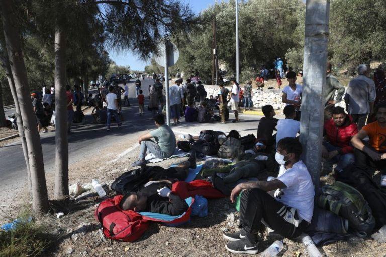Καρά Τεπέ: Συνεχίζεται η μεταφορά προσφύγων – Εικόνες απελπισίας   tovima.gr