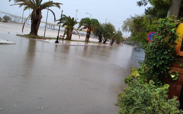 Κακοκαιρία Ιανός: Τι είναι το φαινόμενο της παράκτιας πλημμύρας που καταγράφεται στο Ρίο | tovima.gr