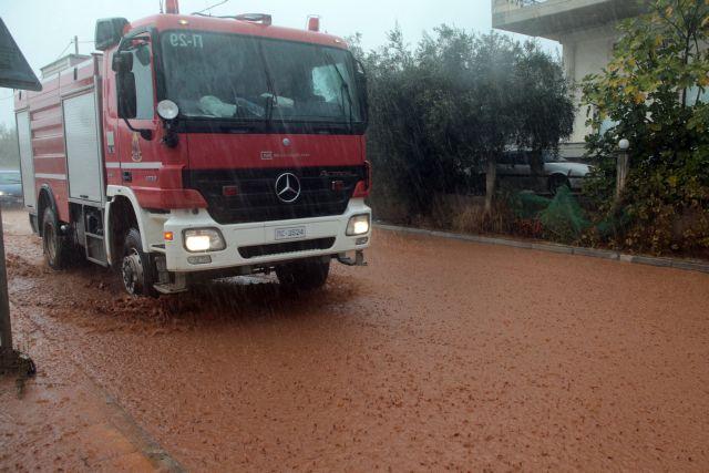 Ιανός : Διασώθηκε η 3μελής οικογένεια στην Καρδίτσα | tovima.gr