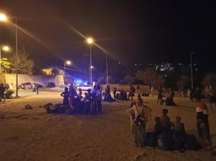 Σάμος: Υπό έλεγχο η φωτιά στο ΚΥΤ – 2 τραυματίες   tovima.gr