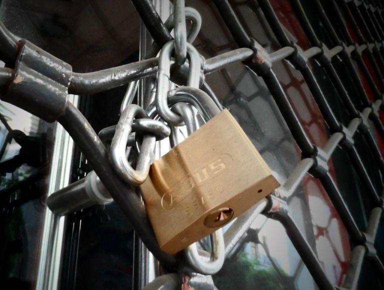 Κορωνοϊός: Λουκέτα», συλλήψεις και πρόστιμα   tovima.gr
