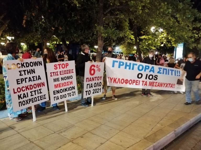 Σύνταγμα: Μεταμεσονύκτια διαμαρτυρία από τον κλάδο της εστίασης   tovima.gr