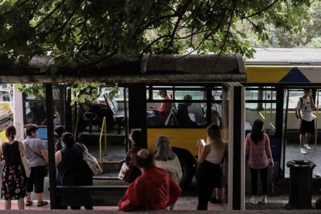 Κορωνοϊός: Γεμάτα λεωφορεία και πλατείες παρά τα μέτρα | tovima.gr
