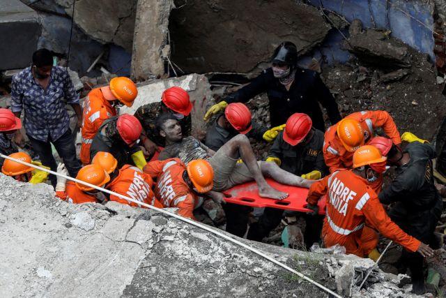 Ινδία:  Κατάρρευση πολυκατοικίας με 10 νεκρούς και πολλούς εκλωβισμένους | tovima.gr