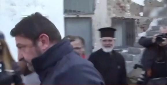 Διαψεύδει τον Χαρδαλιά ο ιερέας στην Καρδίτσα: «Τον συγχαίρω γιατί φίλησε το χέρι παπά» | tovima.gr