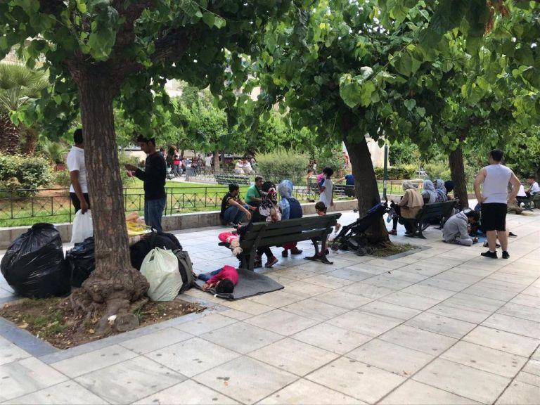 Το MEGA στην Πλατεία Βικτωρίας : Πρόσφυγες συνεχίζουν να ψάχνουν καταφύγιο | tovima.gr