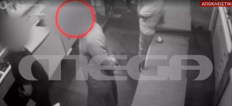 Αποκλειστικό MEGA: Βίντεο ντοκουμέντο με τον ιερέα που κατηγορείται ότι πούλησε διαμάντια «μαϊμού» | tovima.gr