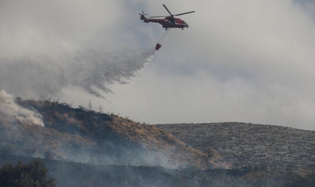 Φωτιά στον Βύρωνα: Τέθηκε υπό μερικό έλεγχο – Παραμένει ισχυρή δύναμη της Πυροσβεστικής | tovima.gr