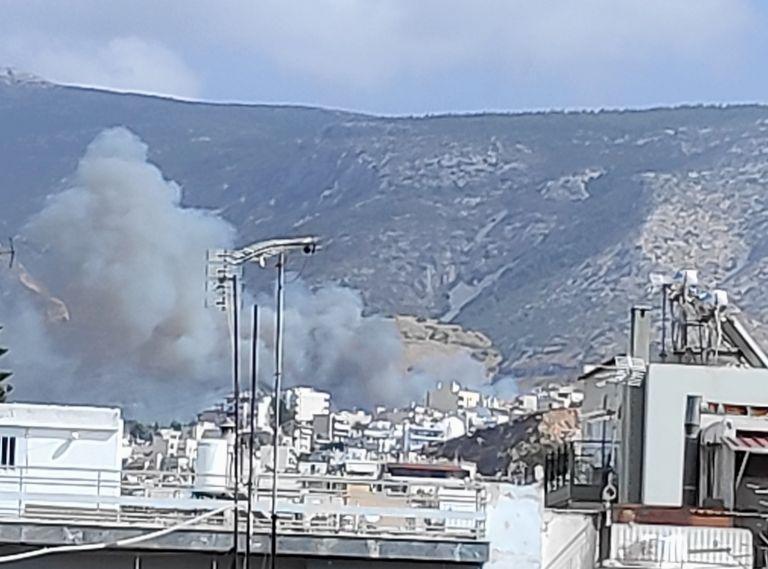 Φωτιά στον Βύρωνα – Ενισχύονται οι δυνάμεις της Πυροσβεστικής | tovima.gr