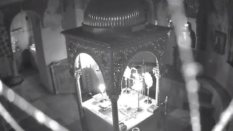 Άγιον Όρος: Η στιγμή που τα 5,2 Ρίχτερ «χτυπούν» ναό | tovima.gr