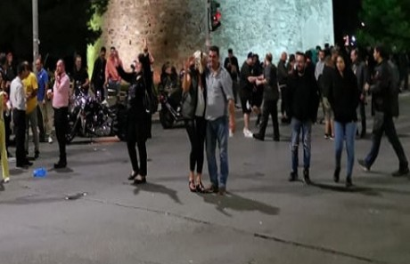Κορωνοϊός – Θεσσαλονίκη: Μεταμεσονύκτια διαμαρτυρία από εστιάτορες   tovima.gr