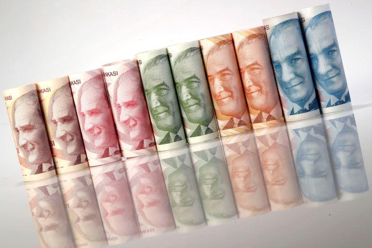 Συνεχίζει να «βουλιάζει» η τουρκική λίρα   tovima.gr