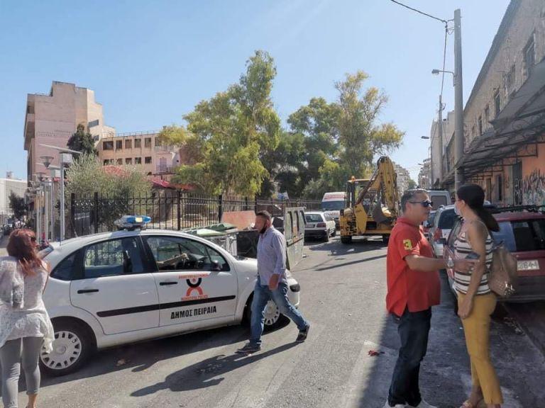 Πειραιάς: Επιχείρηση «σκούπα» στον χώρο της Κυριακάτικης αγοράς | tovima.gr
