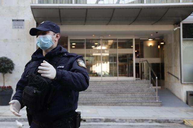 Κορωνοϊός : Συναγερμός στην Κρήτη για άτομα που το έσκασαν από ξενοδοχείο καραντίνας | tovima.gr