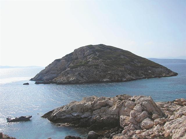 Το πέρασμα του yacht από τη βραχονησίδα  | tovima.gr