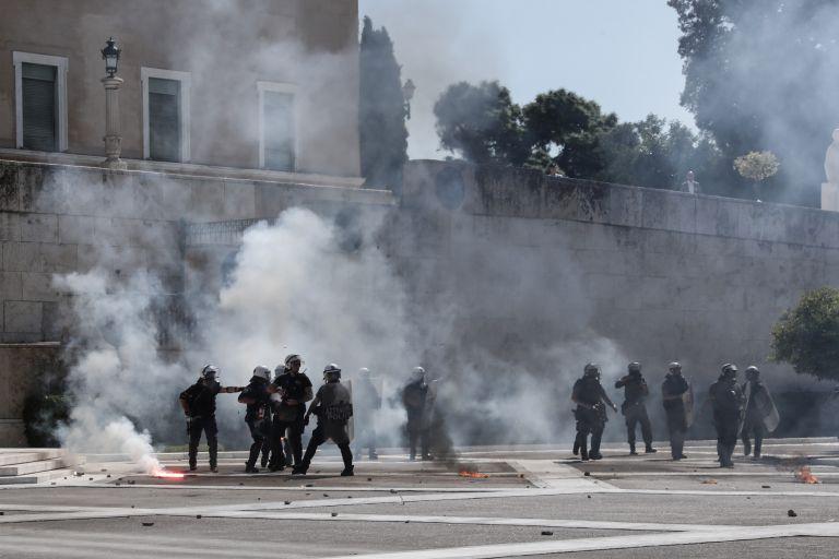 Μαθητική πορεία : Συνελήφθησαν 17χρονος και 20χρονος για τα επεισόδια στο Σύνταγμα | tovima.gr