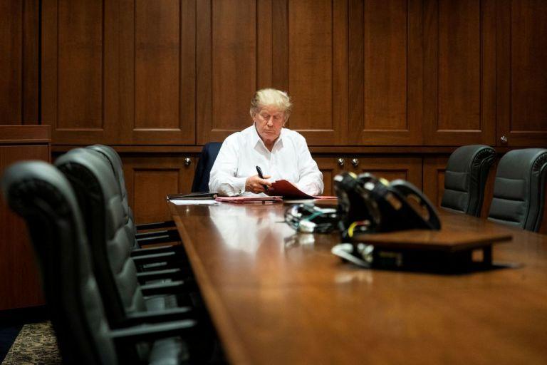 Ιατρική ομάδα Τραμπ : Ο πρόεδρος θα μπορέσει να βγει από το νοσοκομείο τη Δευτέρα – Η κατάστασή του βελτιώνεται | tovima.gr