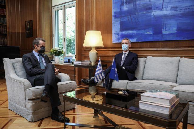 Τι συζητούν Μητσοτάκης και Στόλτενμπεργκ στο Μέγαρο Μαξίμου | tovima.gr