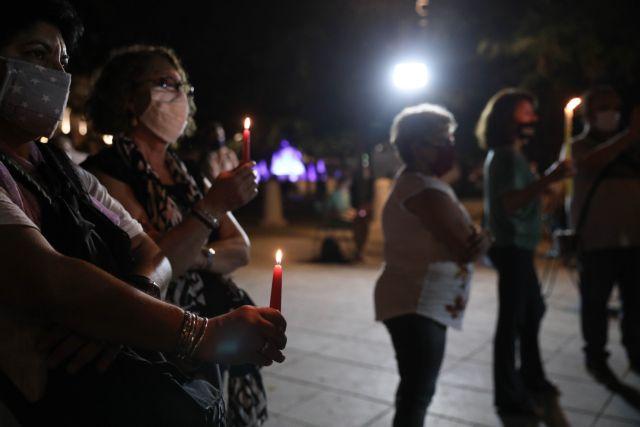 Χρυσή Αυγή : Με κεριά στο Σύνταγμα για τα θύματα ενόψει της δικαστικής απόφασης | tovima.gr
