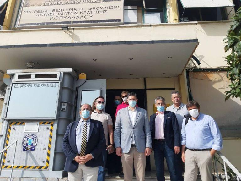 Τις φυλακές Κορυδαλλού επισκέφθηκε αντιπροσωπεία του ΣΥΡΙΖΑ | tovima.gr