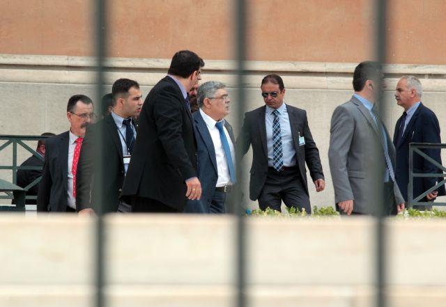 Ενοχοι για τη διεύθυνση της εγκληματικής  Χρυσής Αυγής ο Μιχαλολιάκος και οι βουλευτές του   tovima.gr