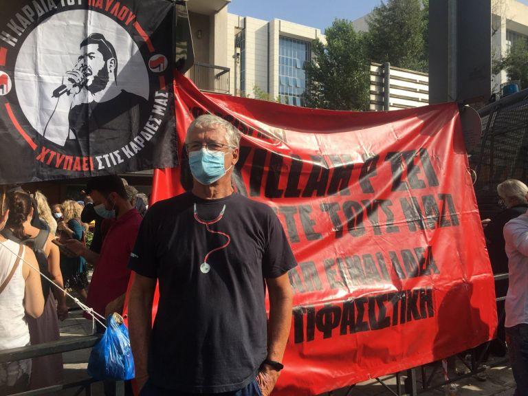 «Ο φασισμός πρέπει να πεθάνει» – Tο παρών των καλλιτεχνών στο Εφετείο   tovima.gr