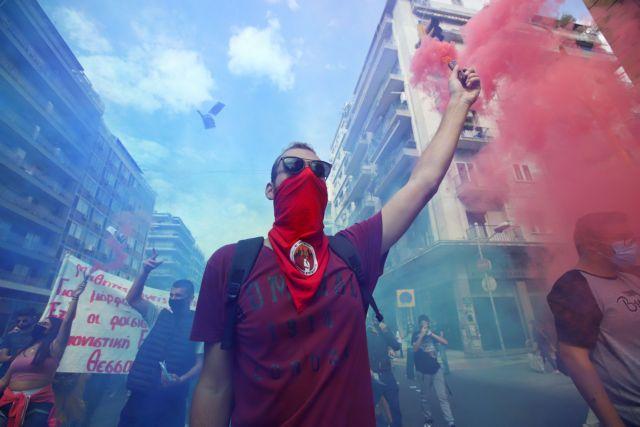 Δίκη Χρυσής Αυγής : Καπνογόνα και πανηγυρισμοί σε Θεσσαλονίκη – Κρήτη για την καταδίκη | tovima.gr