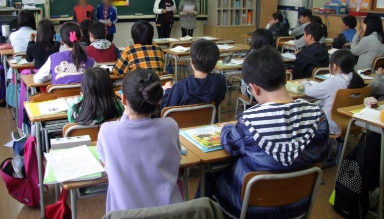 Κορωνοϊός: Εκπαιδευτικοί και γονείς ζητούν μαζικά τεστ στα σχολεία | tovima.gr