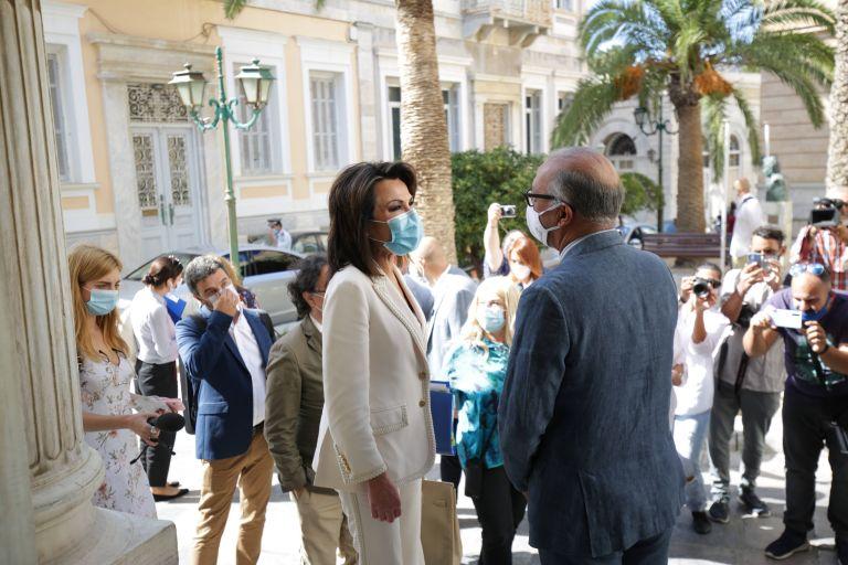 «Ελλάδα 2021» : Στη Σύρο αντιπροσωπεία της Επιτροπής | tovima.gr