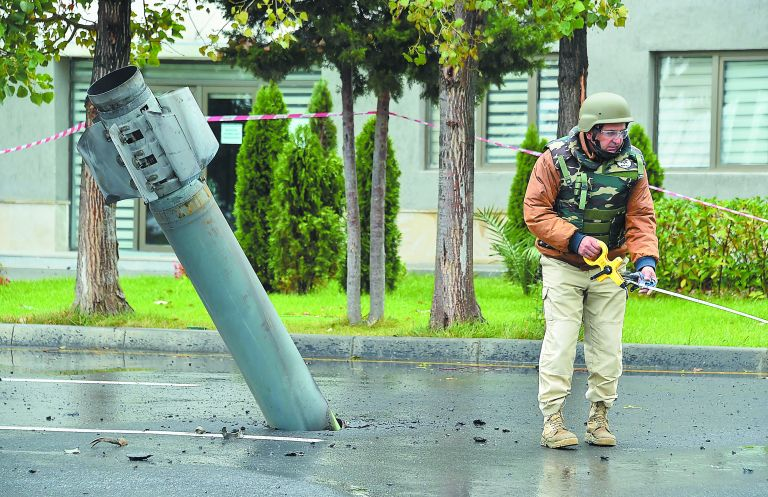 Ναγκόρνο Καραμπάχ: Σε ισχύ η εύθραυστη εκεχειρία – Αλληλοκατηγορίες για νέους βομβαρδισμούς | tovima.gr