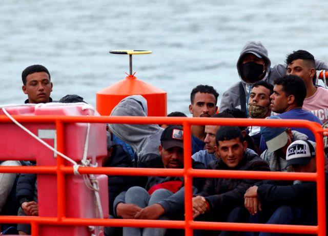 Ισπανία : Πάνω από 1.000 πρόσφυγες έφτασαν στα Κανάρια Νησιά | tovima.gr