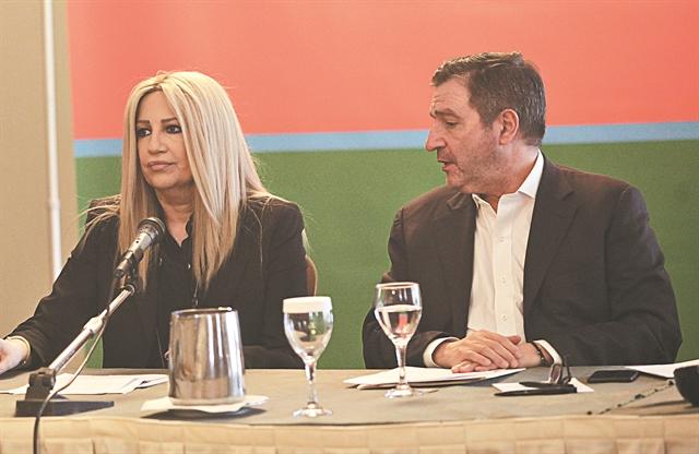 Αναταραχή σε Κουμουνδούρου… χαμόγελα στη Χαριλάου Τρικούπη | tovima.gr